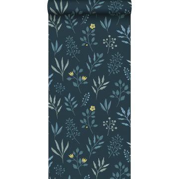 tapet blommönster i skandinavisk stil mörkblått och ockra