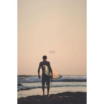 fototapet surfare med surfbräda aftonrodnadsrött, blått och svart